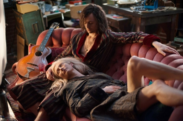 tom-hiddlestons-only-lovers-left-alive-international-trailer-and-clip