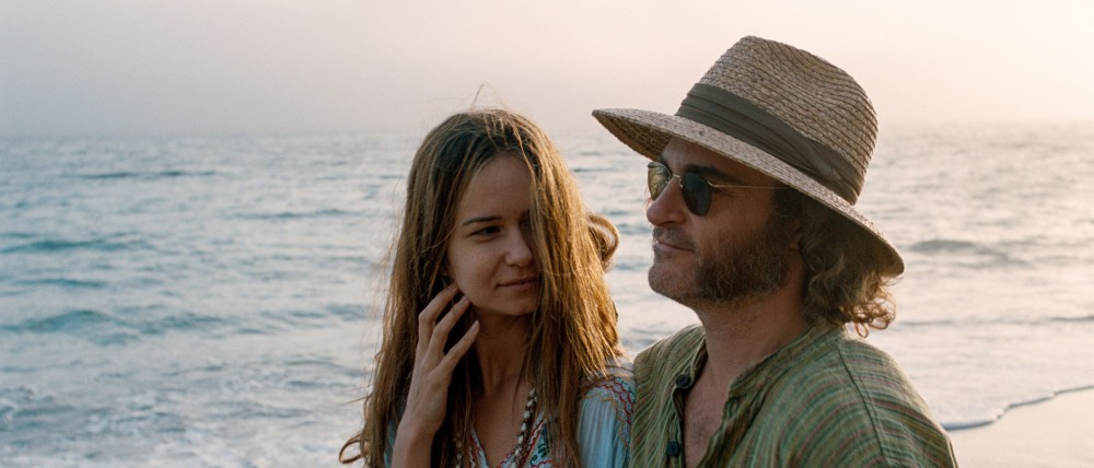 inherent-vice-joaquin-phoenix-katherine-waterston